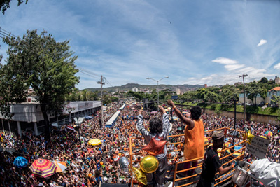 """""""Soy Loco por ti, Carnaval"""" é tema do Havayanas Usadas"""