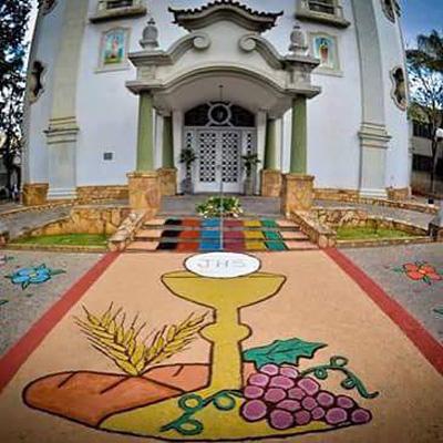 É hora de preparar os tapetes coloridos do Corpus Cristi