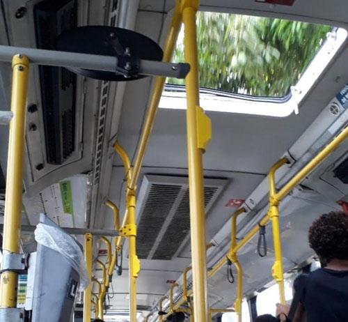Ônibus do teto aberto