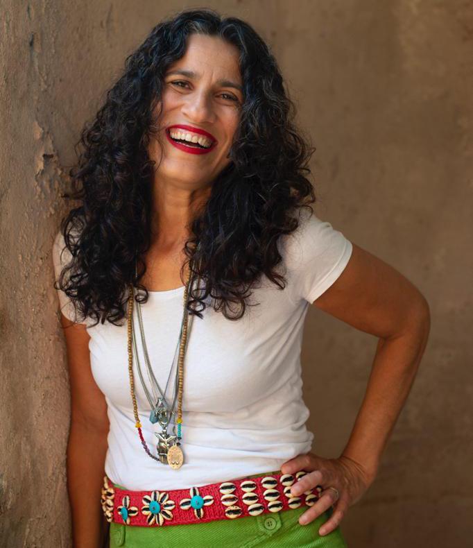 Cantora Regina Souza na websérie #Quarentenas